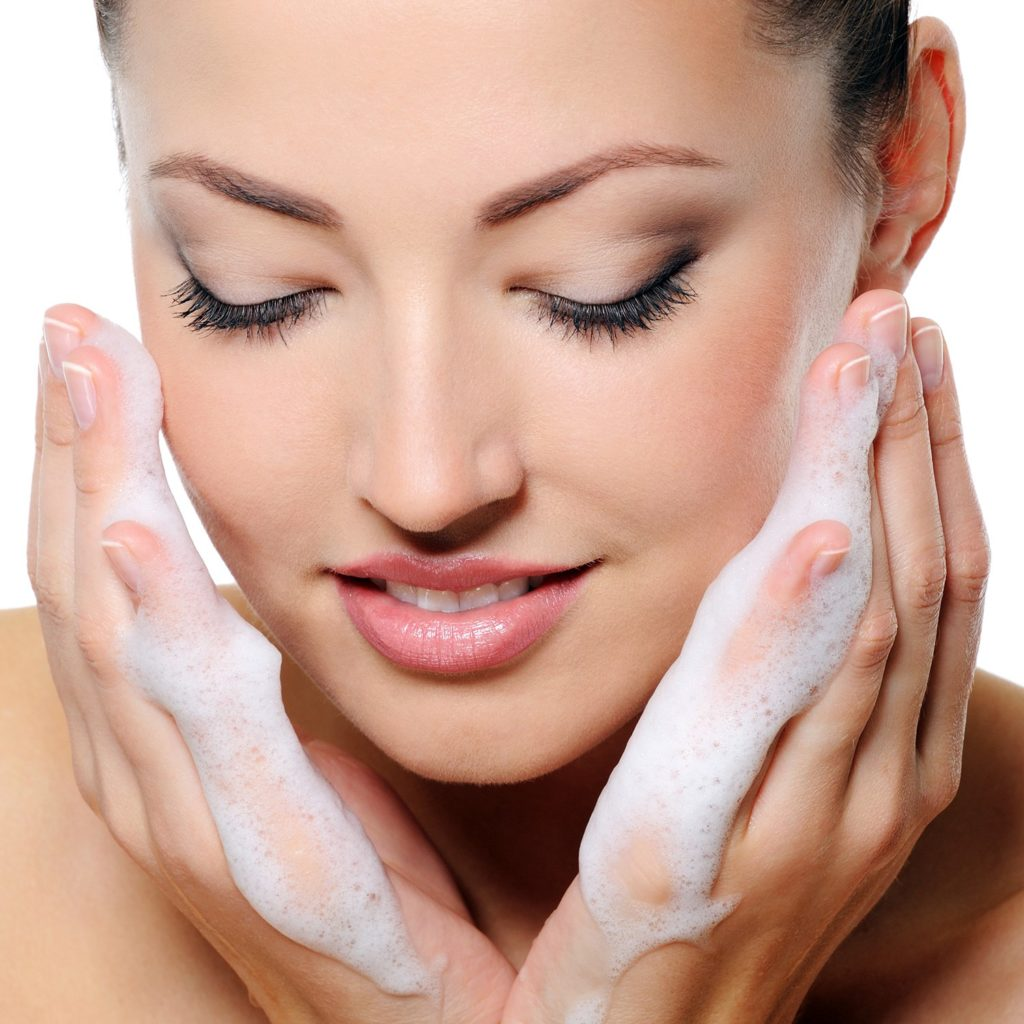 Sensitive Skin: The Best Face Washes For Sensitive Skin 2017
