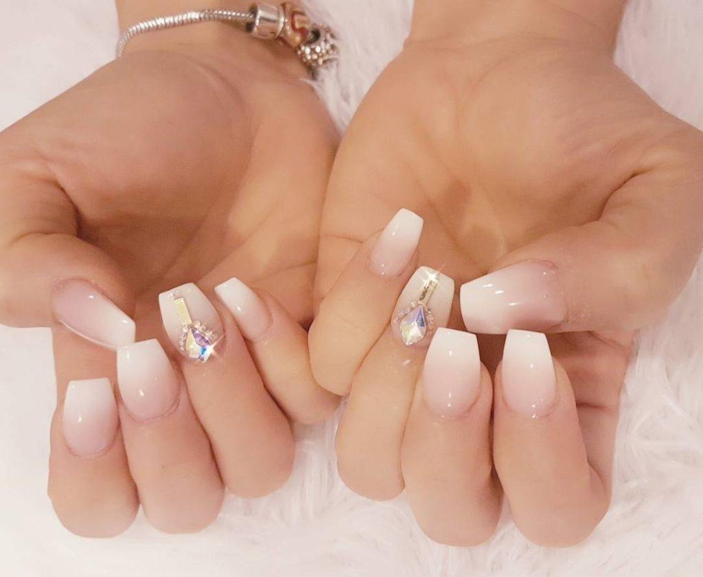 9 Stunning Modern French Manicure Ideas | Stylish Belles