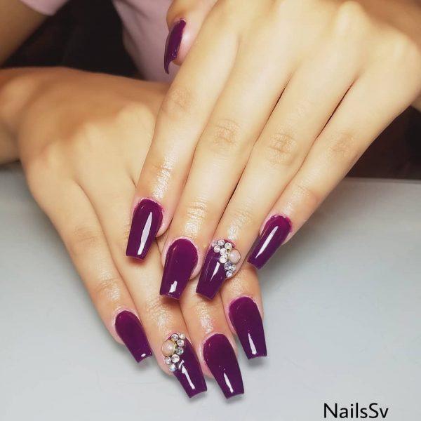 Amazing dark purple coffin nails!