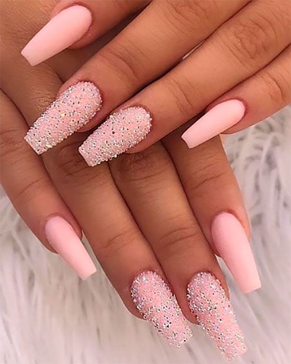 Amazing matte baby pink coffin nails with two glitter nails in sugar effect!