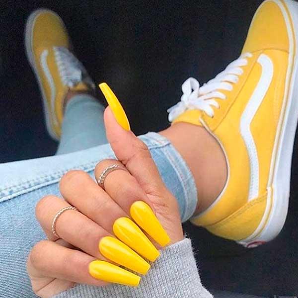 Amazing glossy yellow acrylic coffin nails!