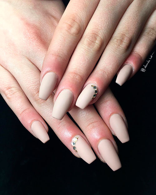 Amazing nude coffin matte nails