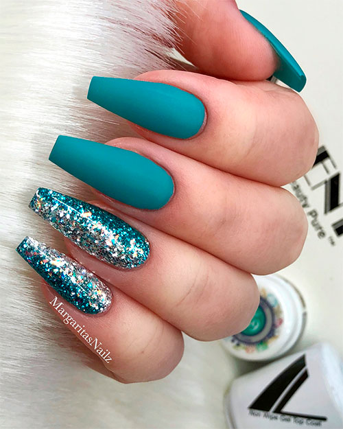 Amazing teal blue coffin nails with glitter!