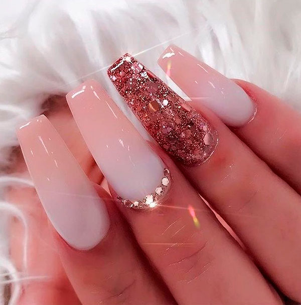 Cute ombre long coffin shaped nails with an accent glitter nail!