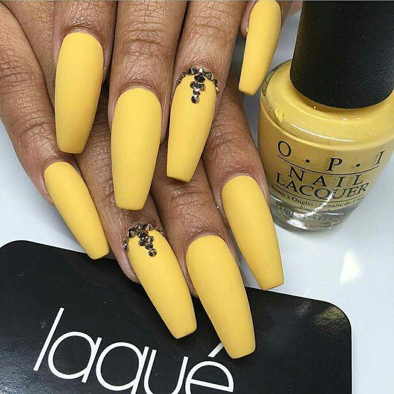 Nice yellow matte coffin nails